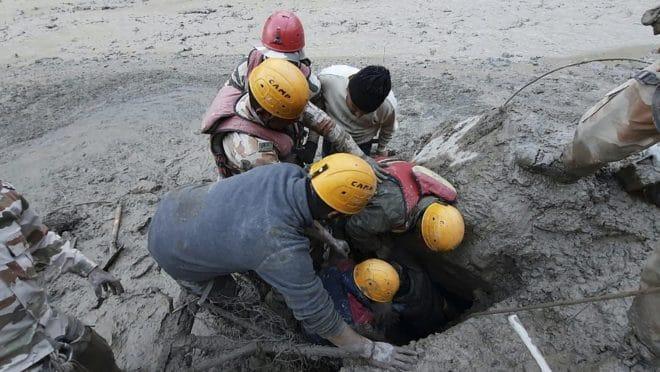 Colapso de geleira na Índia causa inundações e deixa mortos