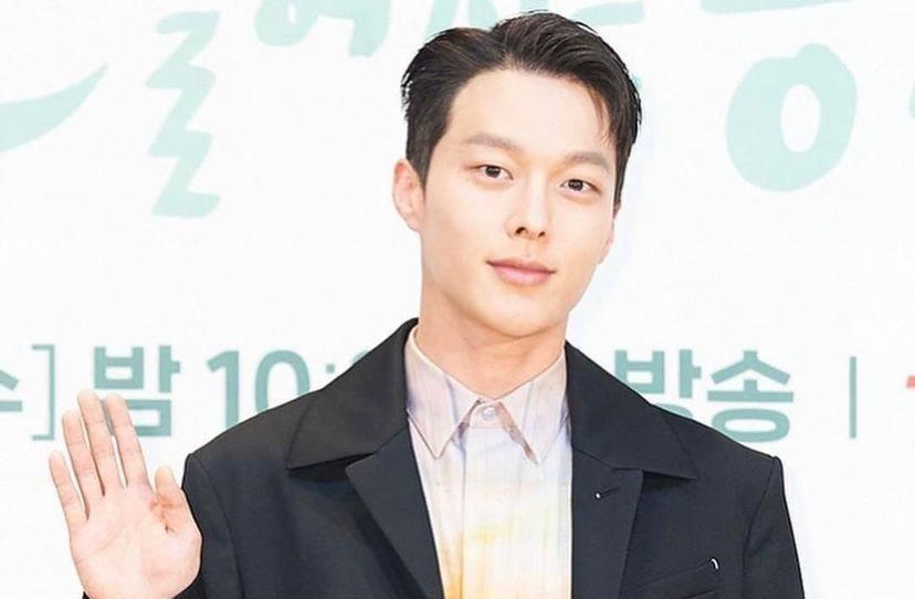 Jang Ki Yong irá se alistar as forças armadas em agosto