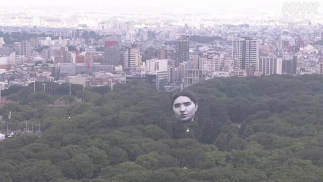 """""""Rosto humano gigante"""" é exibido no céu de Tóquio"""